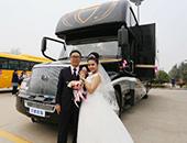高端大气的集体婚礼 568万宇通房车演绎浪漫