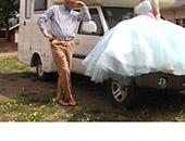 幸福房车万里行 长老也房车婚纱温馨大片