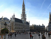 老约翰尊宝娱乐欧洲行 与布鲁塞尔市民大广场同享欢乐时光