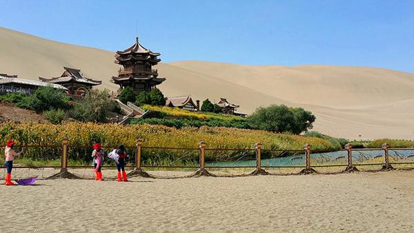 自改房车走遍中国之鸣沙山月牙泉 大自然的魅力瑰宝