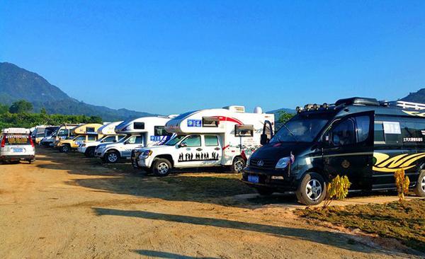 自驾上汽大通V80走遍中国 在海南和房车车友小聚