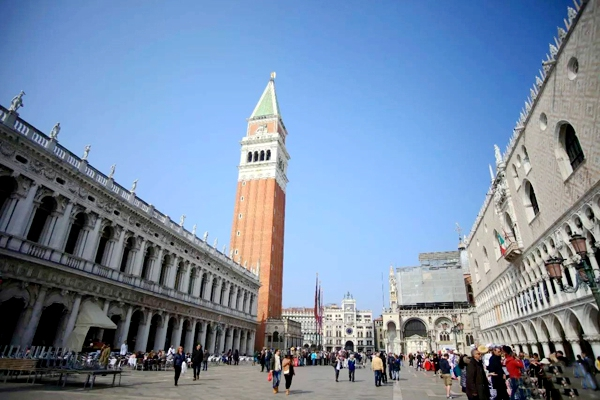房车小公主欧亚非房车游 为喧闹的威尼斯按下静音