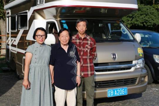 开着房车 带85岁老母亲环游世界