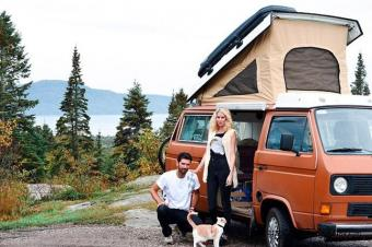花8000元 年轻夫妻改大众货车边工作边旅行