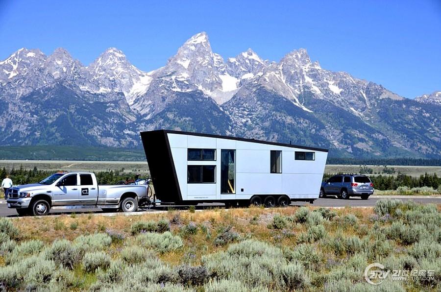 设计师夫妇打造11万美元移动别墅 游览大半美国