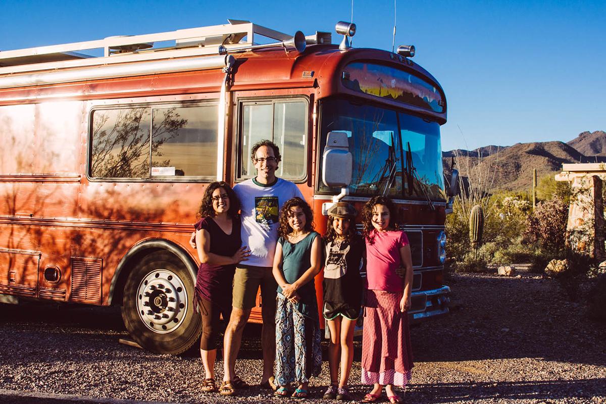 不上班不上学 两个家庭六个孩子的全职房车旅行
