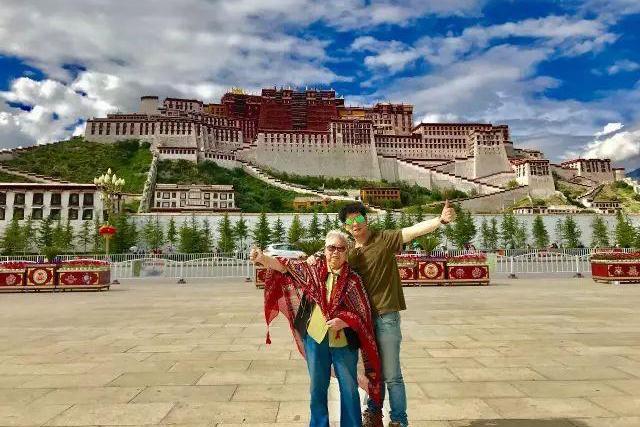 杭州男子为圆82岁老母亲心愿 自驾房车21天青藏线去川藏线回