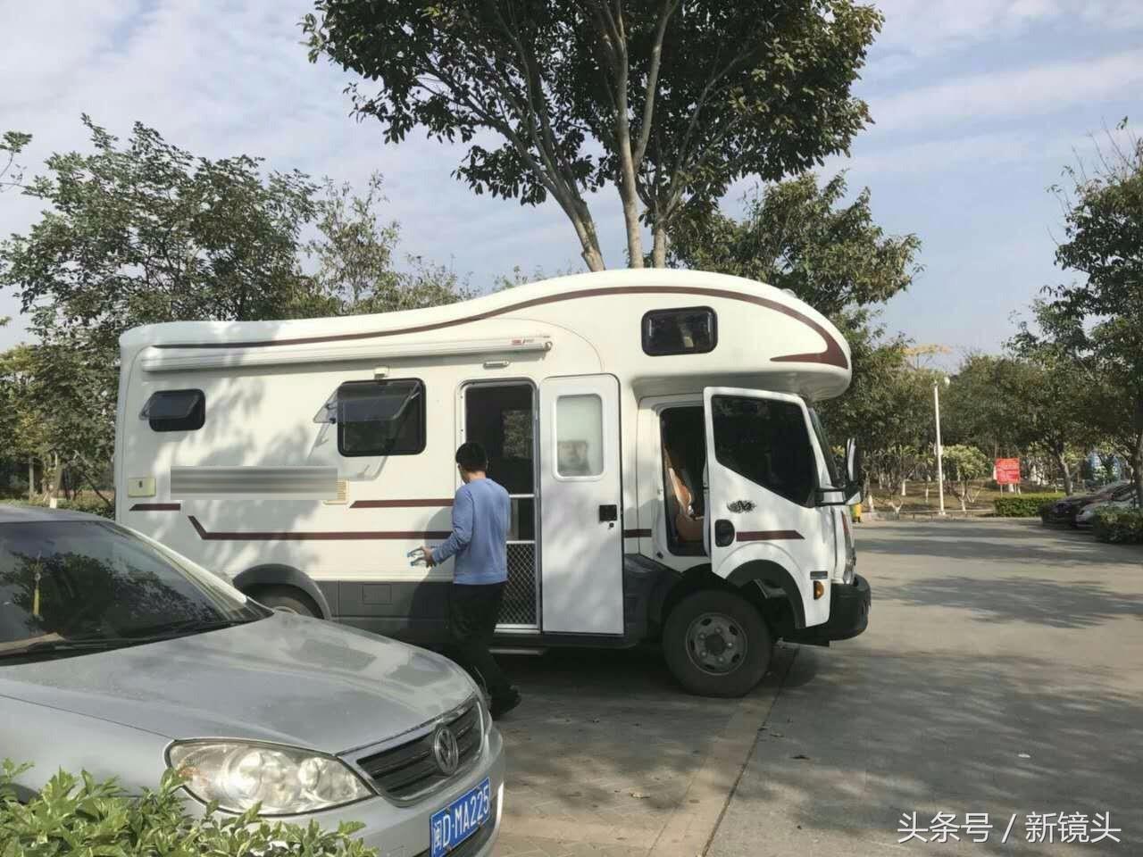第一批90后已经在房车环游中国 每天花销130元