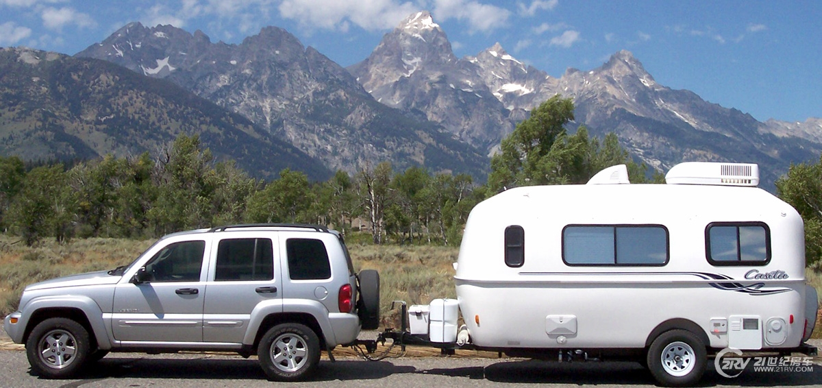 Best-White-Small-Travel-Trailer-Manufacturers-With-Car.jpg