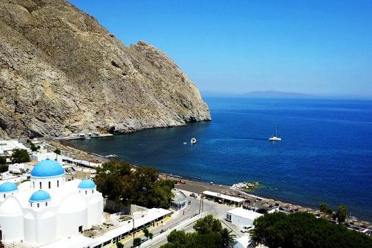 尊宝娱乐旅行亚欧之旅推荐:火山喷发过后的希腊黑沙滩