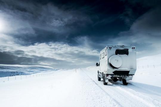 依维柯的越野房车居然这么强悍 挑战极寒地带