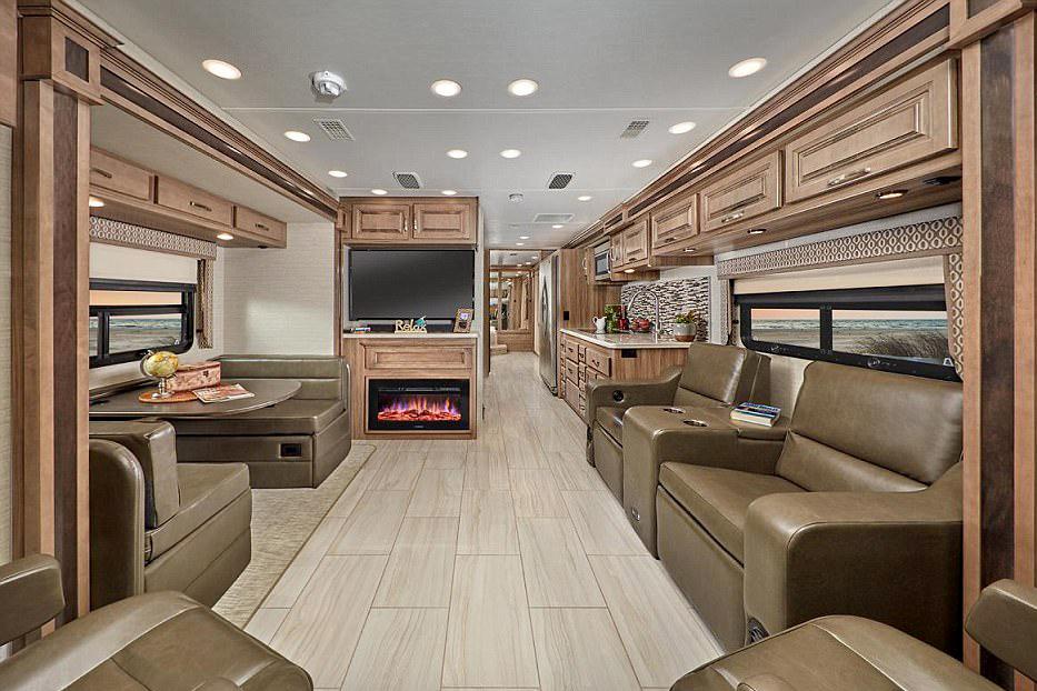 售价200万的杰克豪华大巴房车 一次居然要加4000元的油