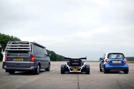 尊宝娱乐、smart、跑车比加速 看谁跑的快!