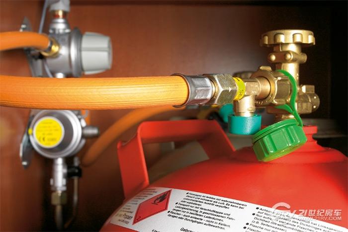 在房车上使用各种燃气用电设备是否安全?如何保障?