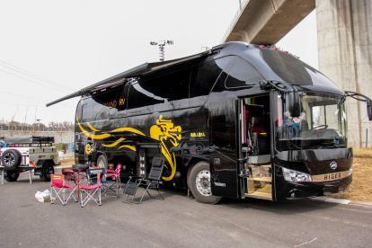 328万买一栋移动豪宅 北京房车露营展这台豪华大巴房车亮了!