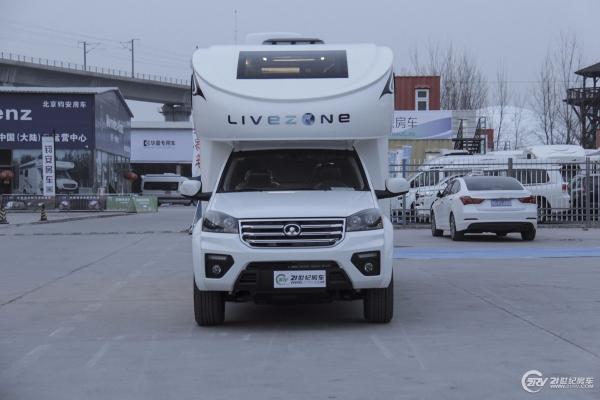 32.88万起 续东定制版览众C7实车抢先亮相北京房车展