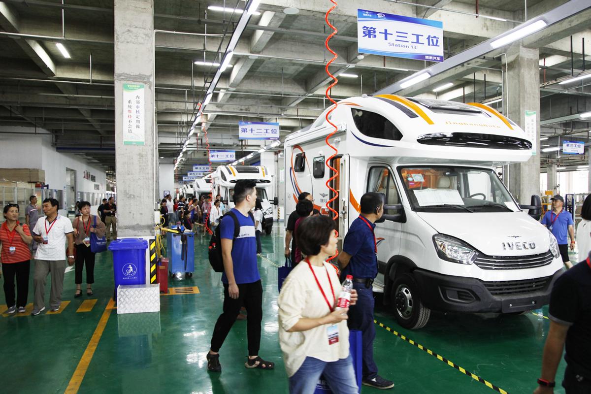 160余人到场 续东看车团走进江苏旌航房车工厂