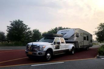 全套转变美国原装五轮拖挂+F350皮卡拖车头