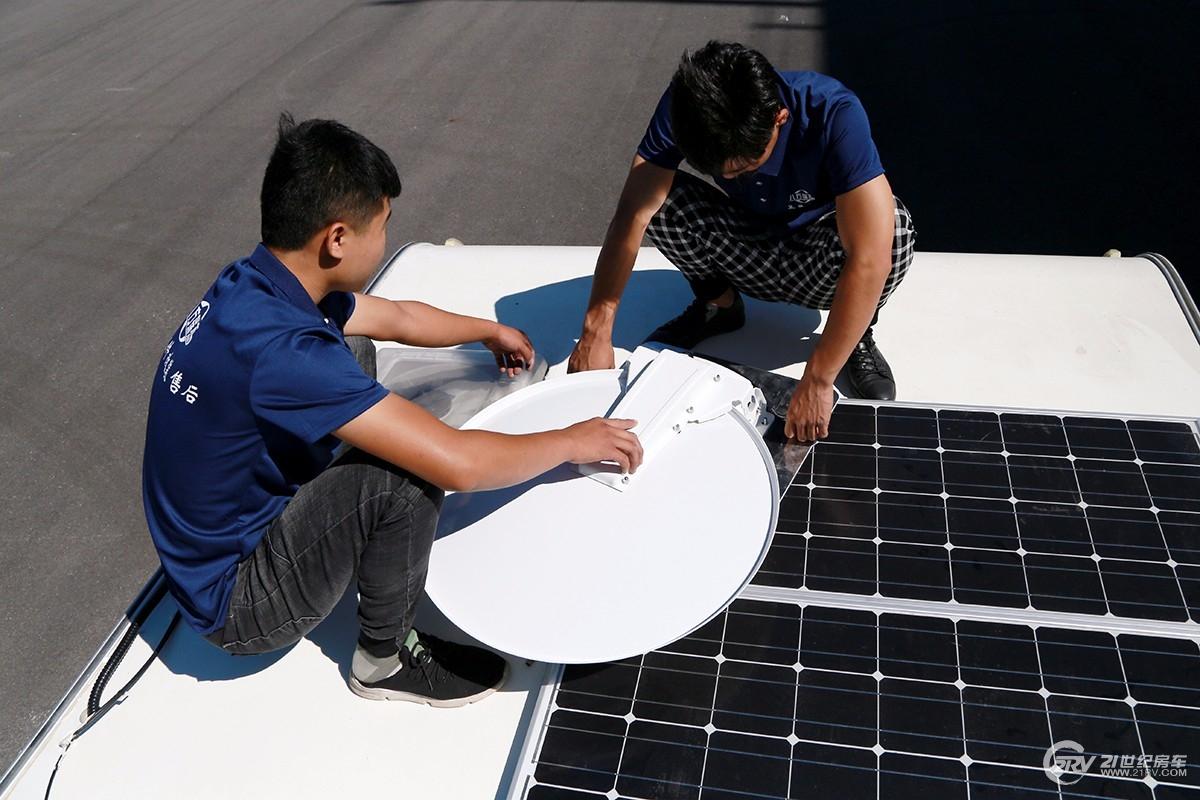 车友福利!展会期间八方瑞杰将免费提供车载卫星天线维护升级检修服务