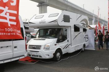 售价21.88万 巨威2款房车正式亮相北京房车露营展