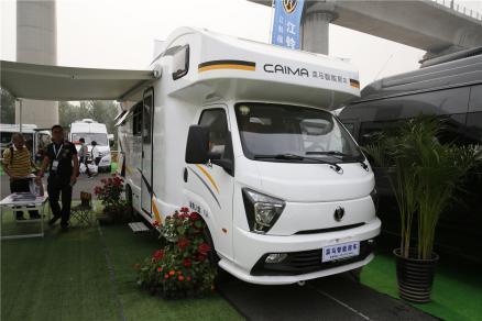 售价23.98万 菜马C型房车在北京房车露营展正式首发