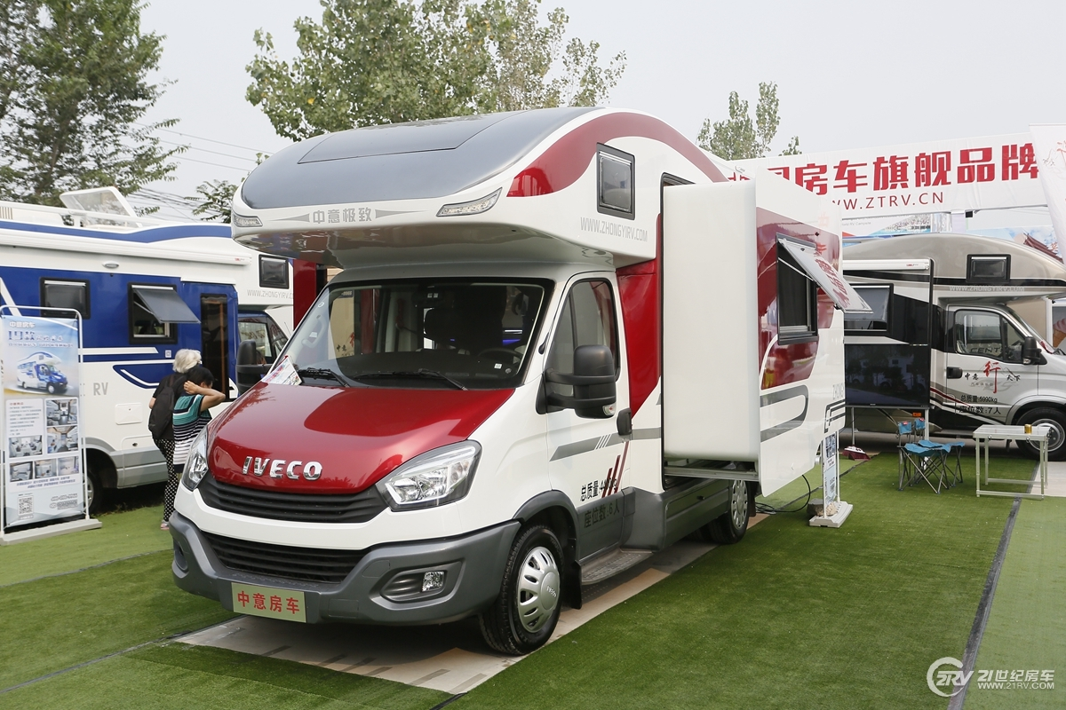 相同的底盘 不同的上装 北京房车露营展依维柯8AT新车盘点