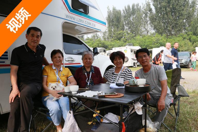 姐妹二人开房车 三年带母亲游遍祖国的大江南北