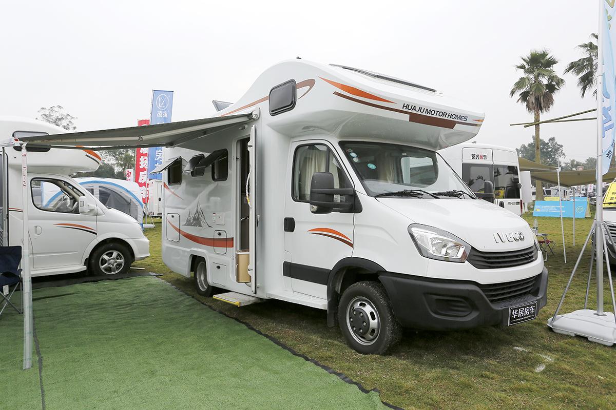 39.8万元起 华居依维柯自行式C型房车发布