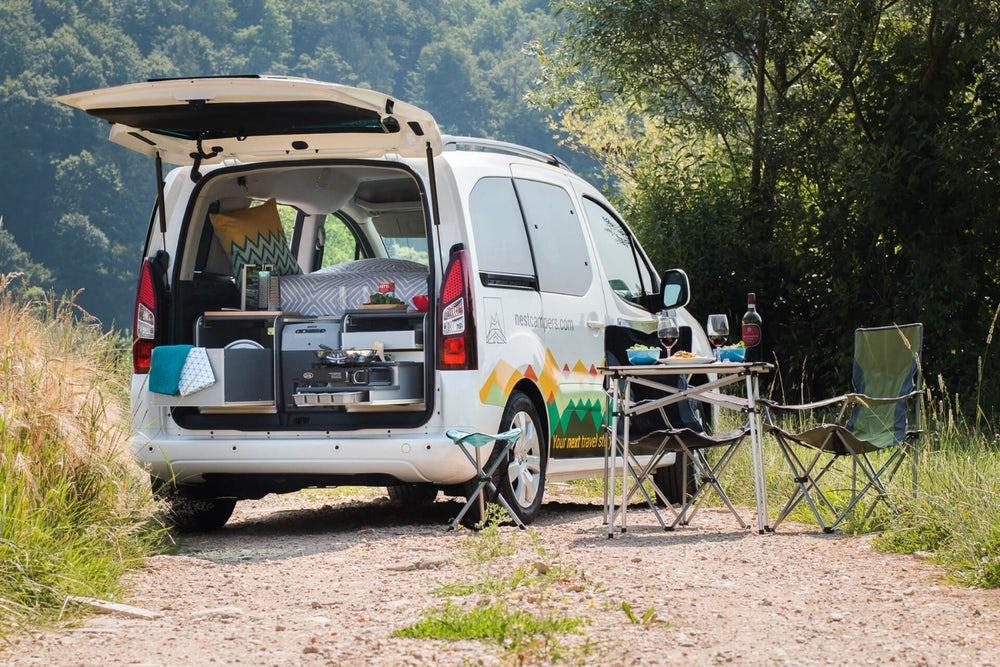 它可能颠覆了你对床车的概念 斯洛文尼亚打造了一款不到5米的露营车
