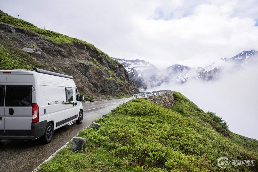 carado-vlow-camper-van-40.jpg