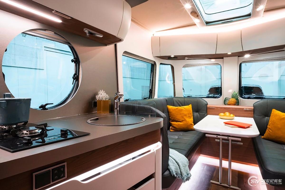 eriba-touring-820-trailer-2.jpg