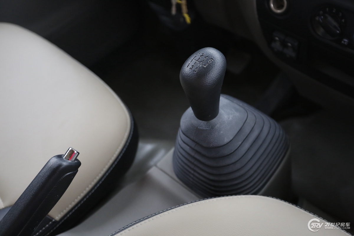 江铃N800驾驶舱