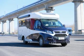 2018年度车型评选入围车型之湖光小C福特全顺房车