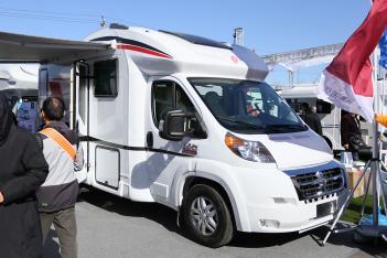 依维柯自动挡49.8万元 诺优2款新车亮相北京房山房车展