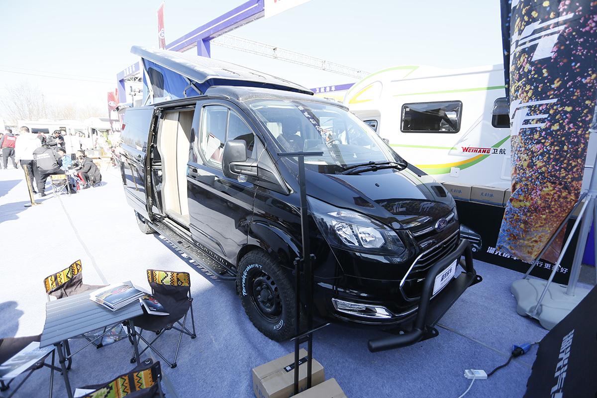 售价35.98万元 湖光后拓展B型房车亮相北京房车展