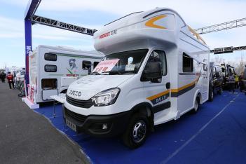 售价36.8万-46.8万元 卫航2款新车亮相北京房车展