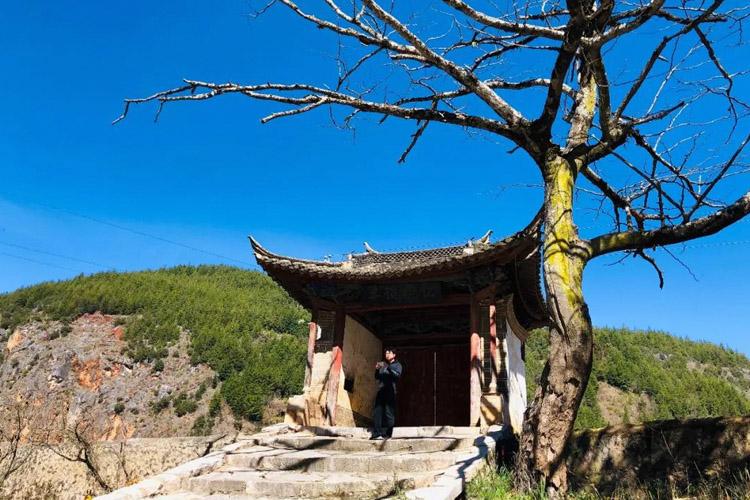 一家三口不着家房车旅行 滇南宗教奇观 三教合一的缘狮洞(56)