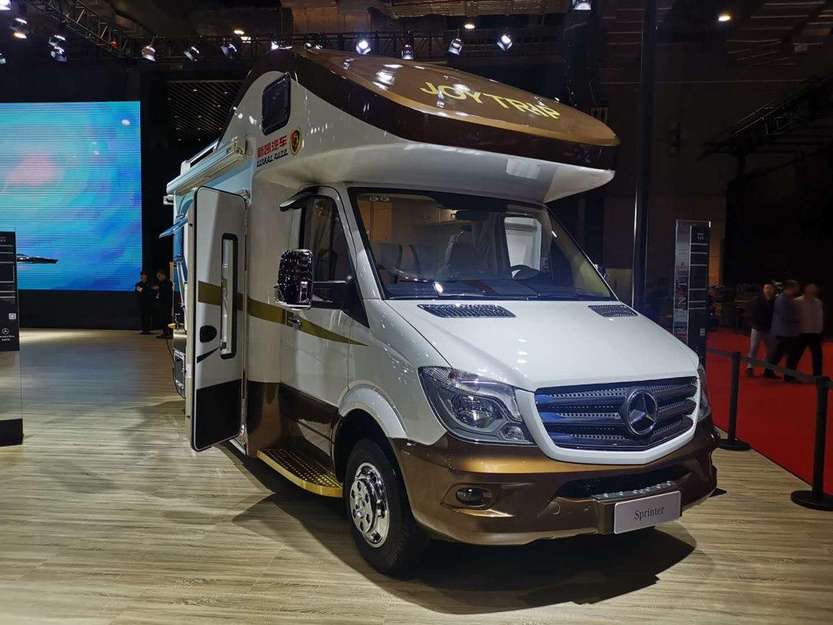 第18届上海国际汽车工业展览会 新凯凌特畅途房车车展亮相