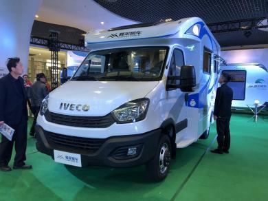 售价56.8万元 隆翠全新T型小额头房车亮相上海房车展