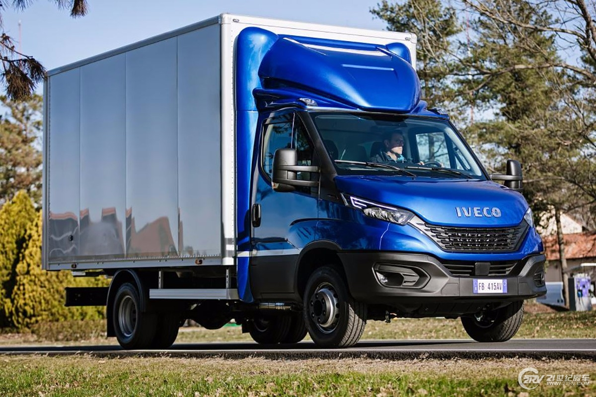 iveco_newdaily_cabbox-3.jpg