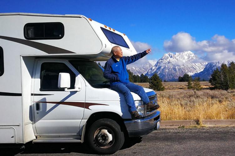 长老也 60岁后成房车界网红 三次欧亚之旅 两次北美之旅