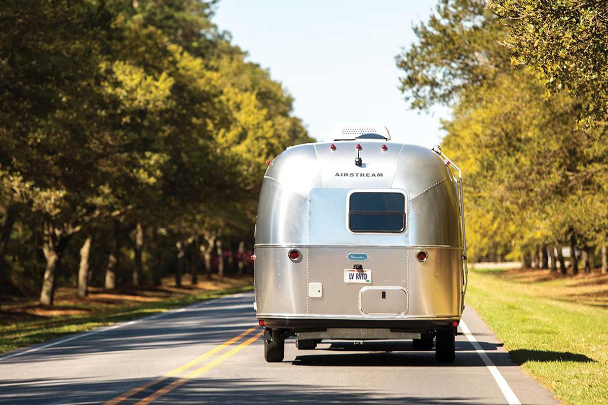 4.89万美元起售 清风发布全新系列拖挂房车