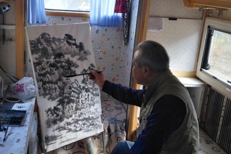 """水墨凡夫 将房车与绘画融合 是排遣寂寞的""""法门"""""""