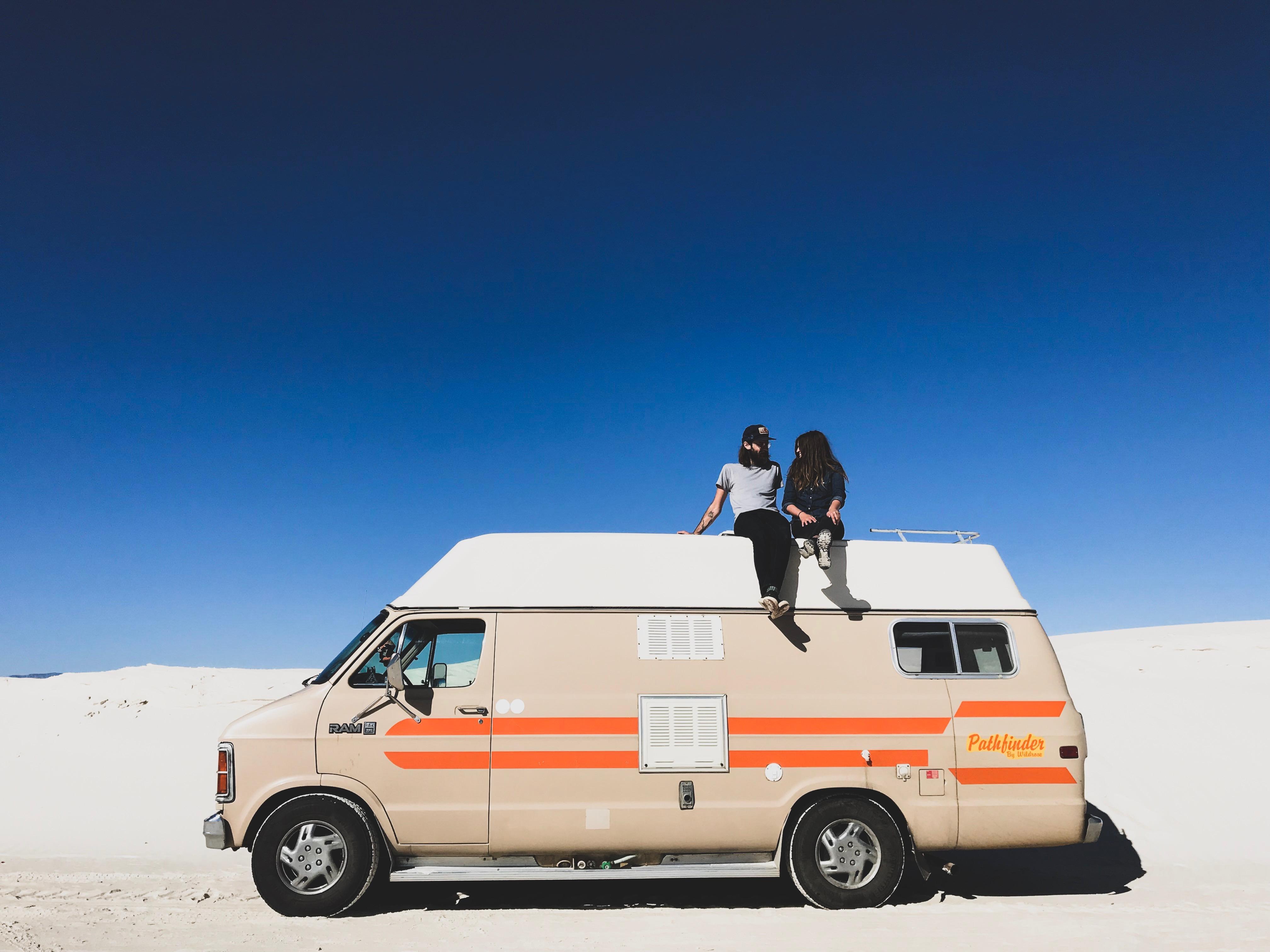一对夫妻把一辆1984年产的车改装成房车玩了一年 发现了五个小问题