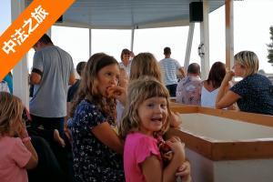 斯洛文尼亚15欧元一周通行费 坐船出海喂鱼 落日美景太陶醉