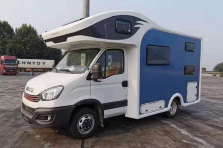 25.8万元起 爱旅途推出超低价格依维柯欧胜C型房车