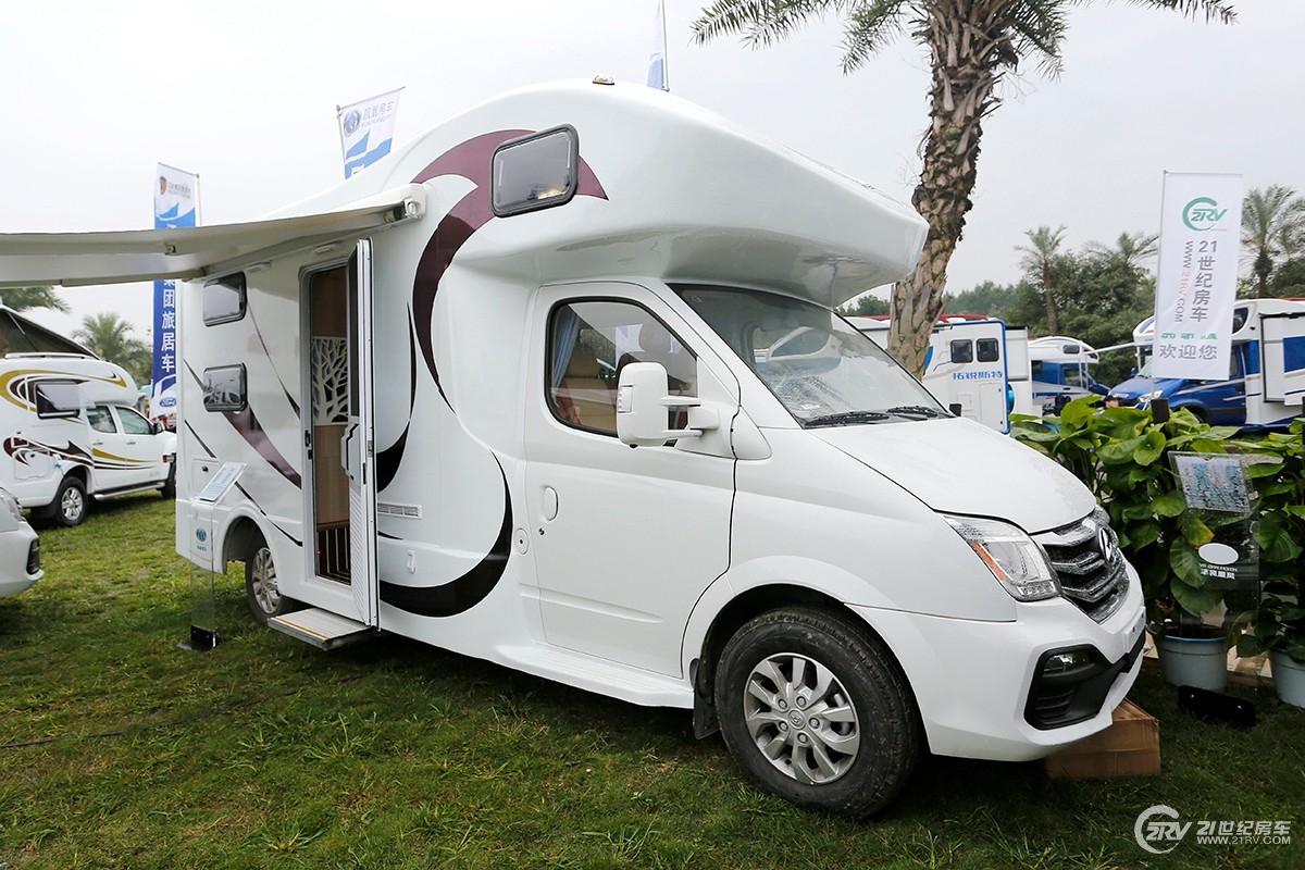 35.8万元起 凤凰两款车型亮相2019成都房车展