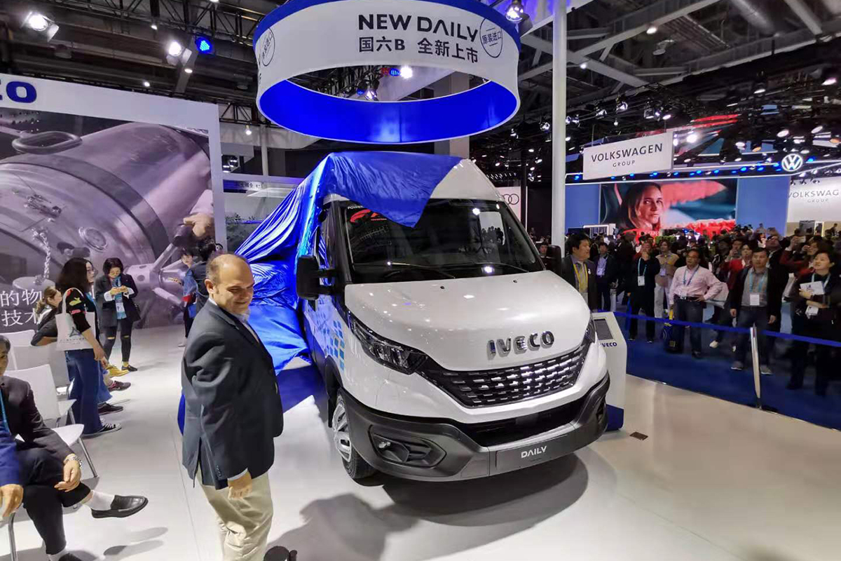 标配自动LED大灯/自动紧急制动 新款进口依维柯New Daily正式发布