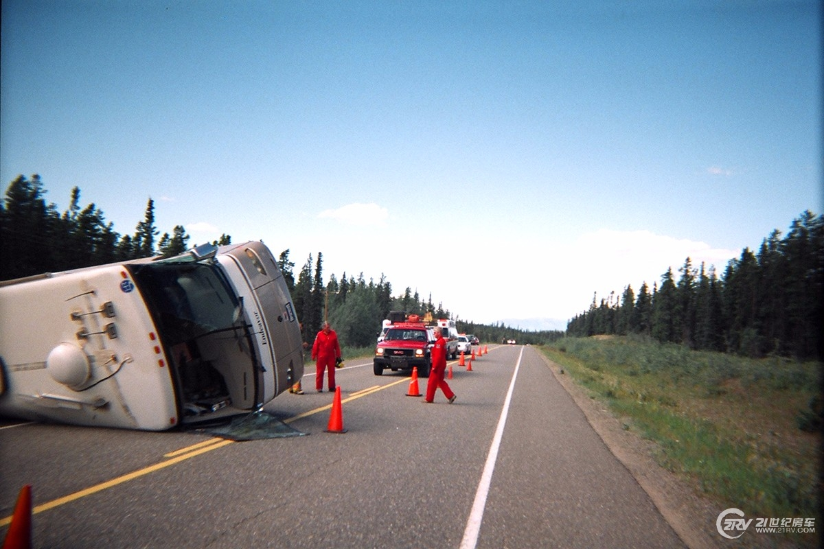 motorhome-rollover-accident.jpg