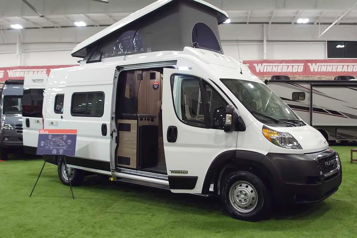 玻璃钢材质弹出式顶棚 可供4人旅行的露营车